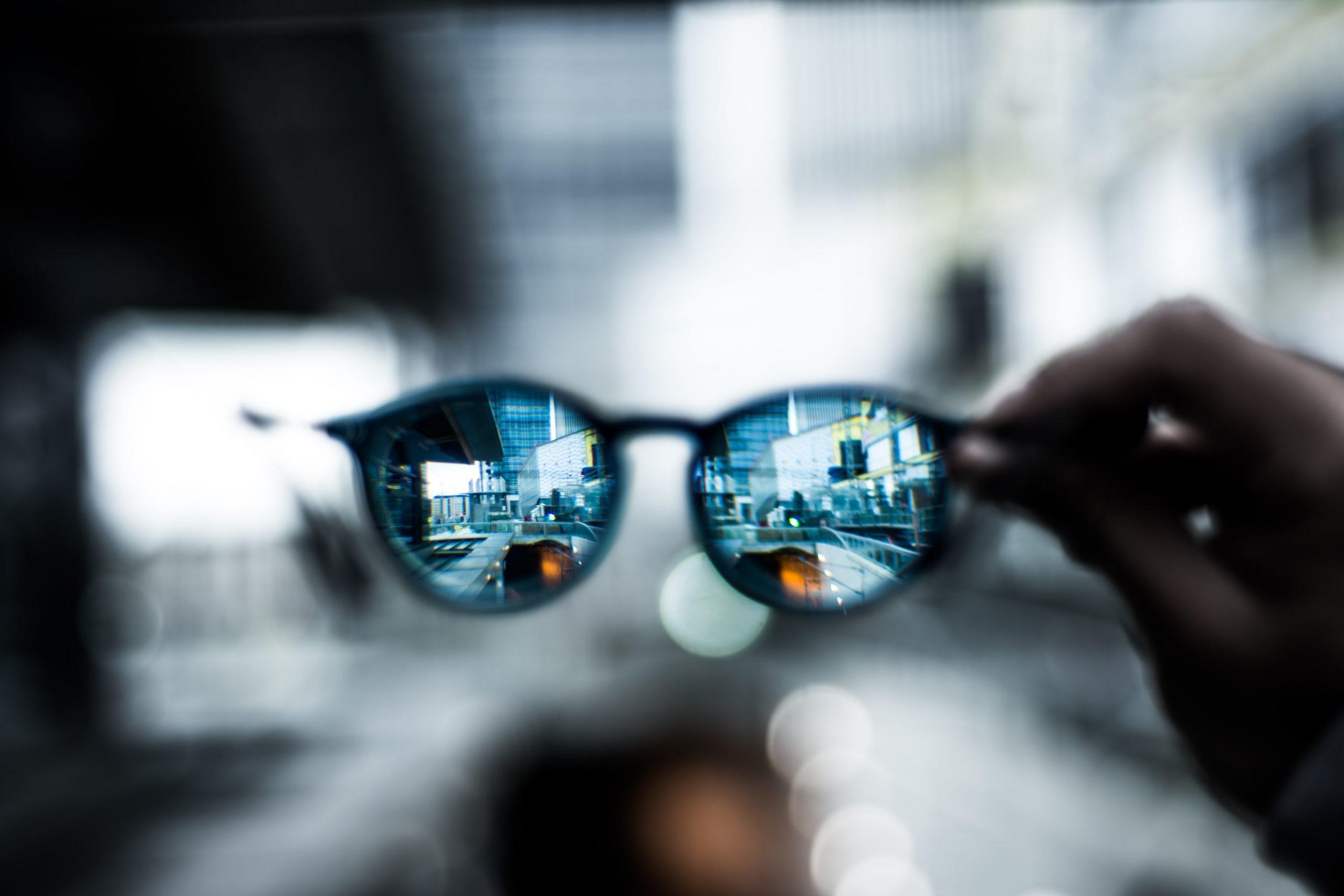 Optika: mit tudnak a modern szemüveglencsék?